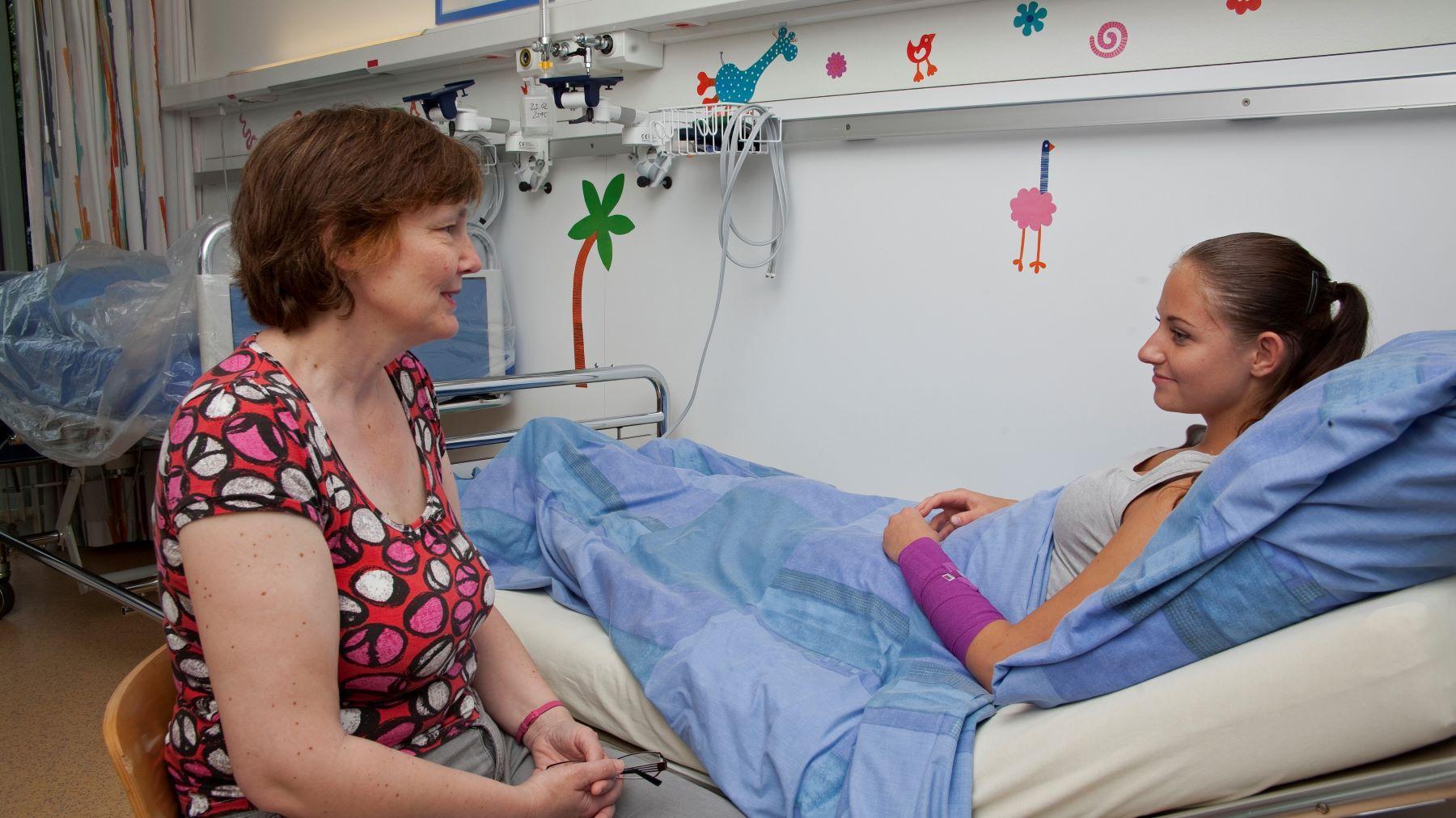 2 Spitalseelsorge Juni 2011 1800 16 9