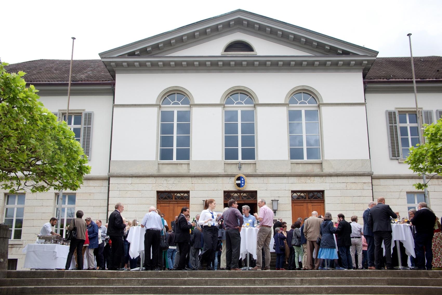19 Synode vor Grossratsgebaeude www
