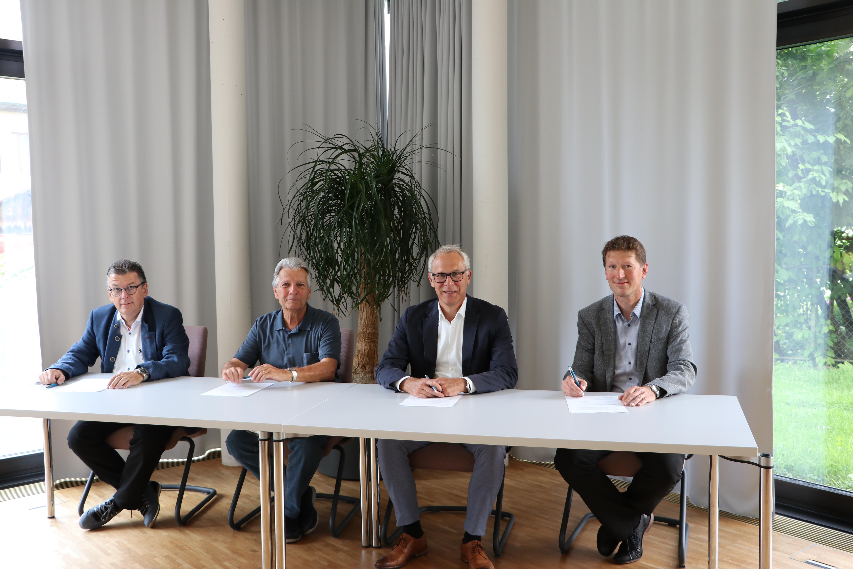 Unterzeichnung Ruegel Vertrag Aargau Hotels 9 Aug21 Aarau FW def
