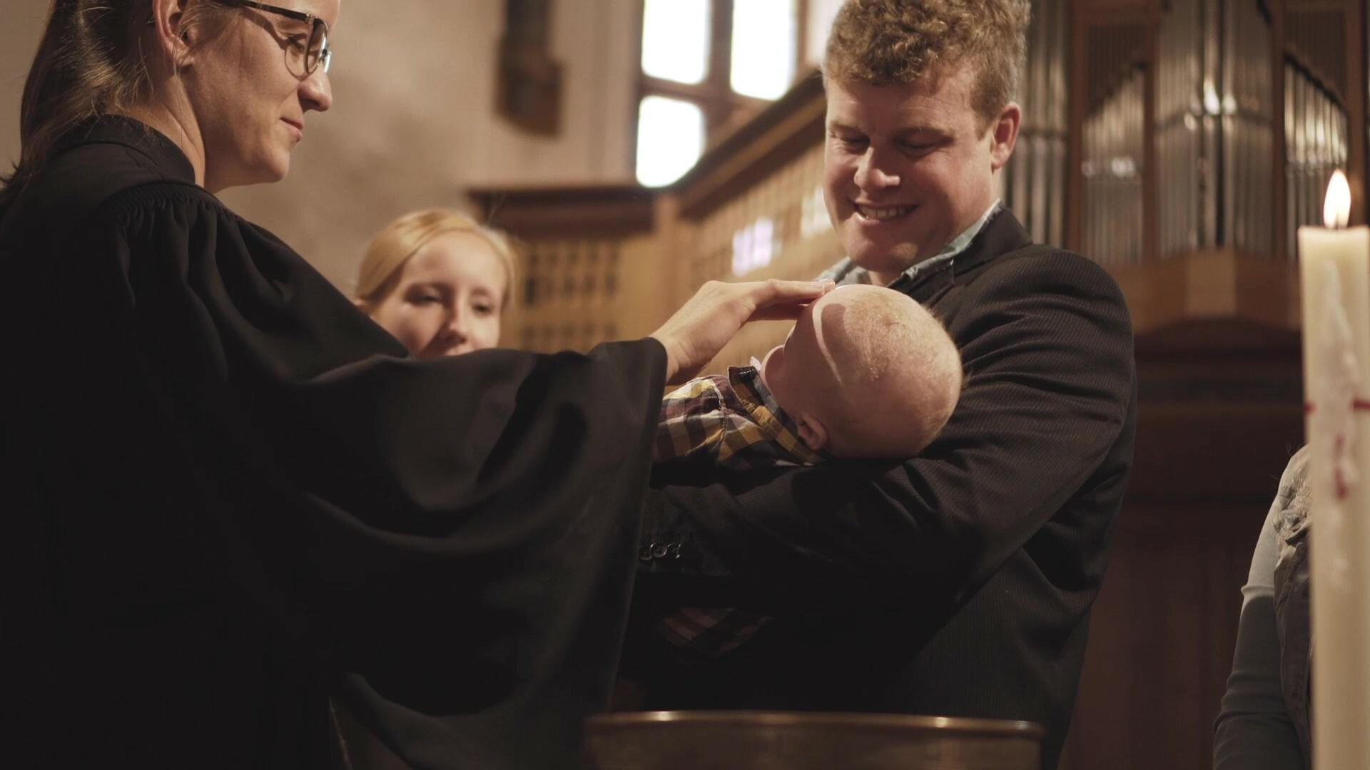 Reformierte kirche clip 02 Taufe 4sek Moment